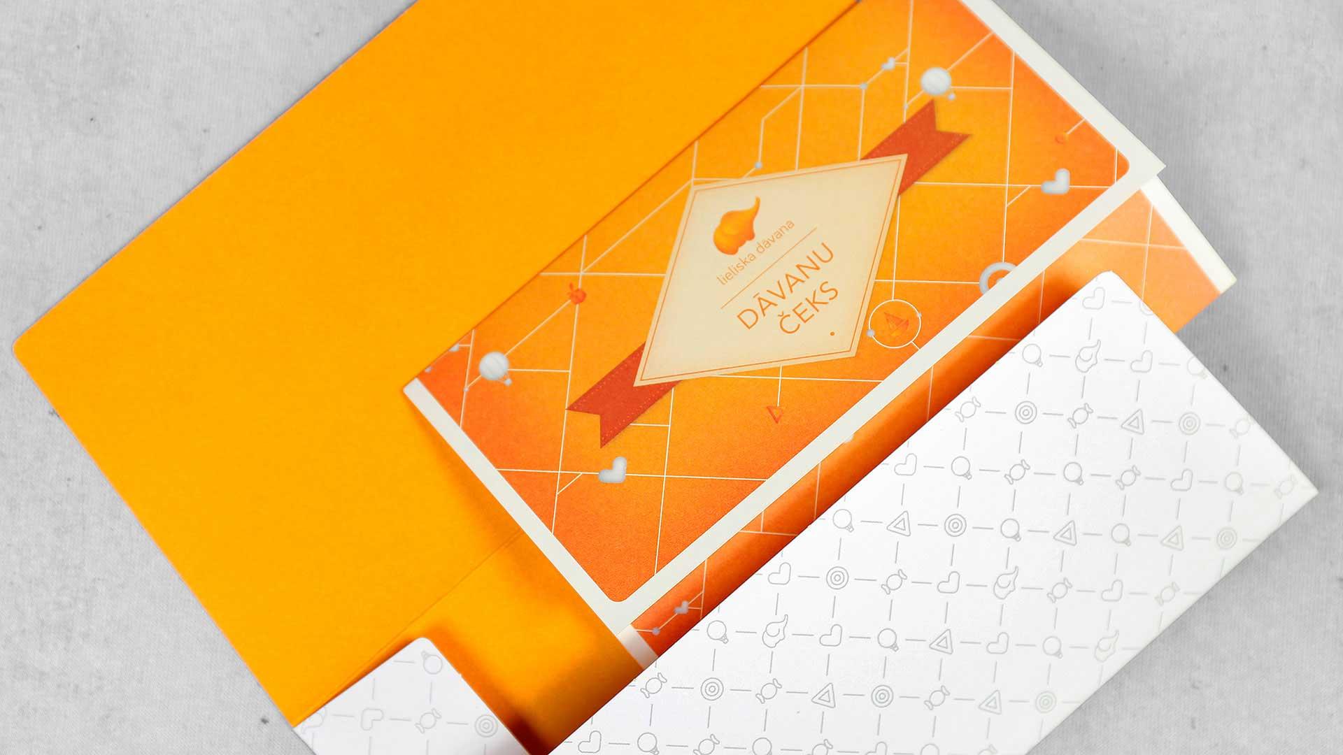 Dāvanu kartes dizains Lieliska dāvana