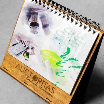 Koka kalendāru izgatavošana Auctoritas