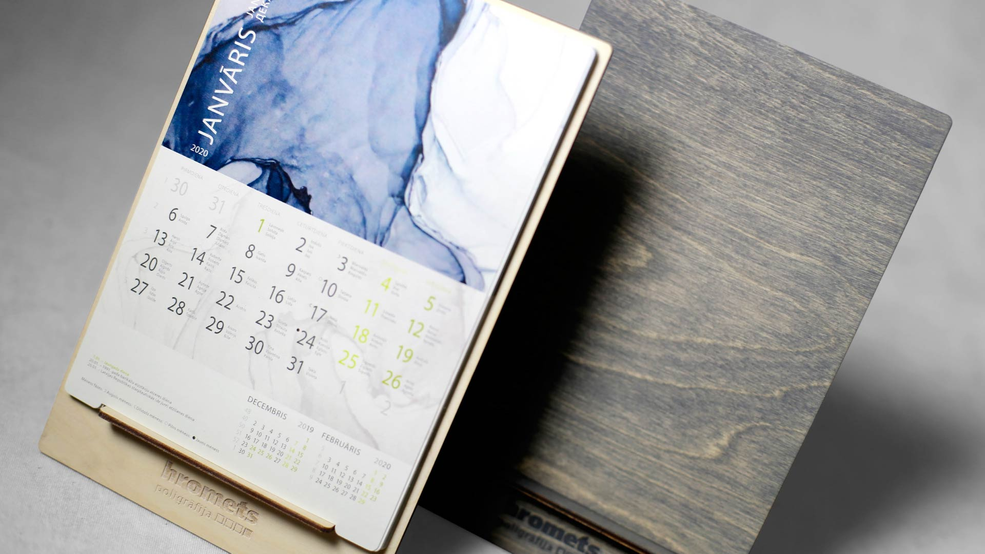 Koka kalendāru Wood Shelf izgatavošana Hromets poligrāfija