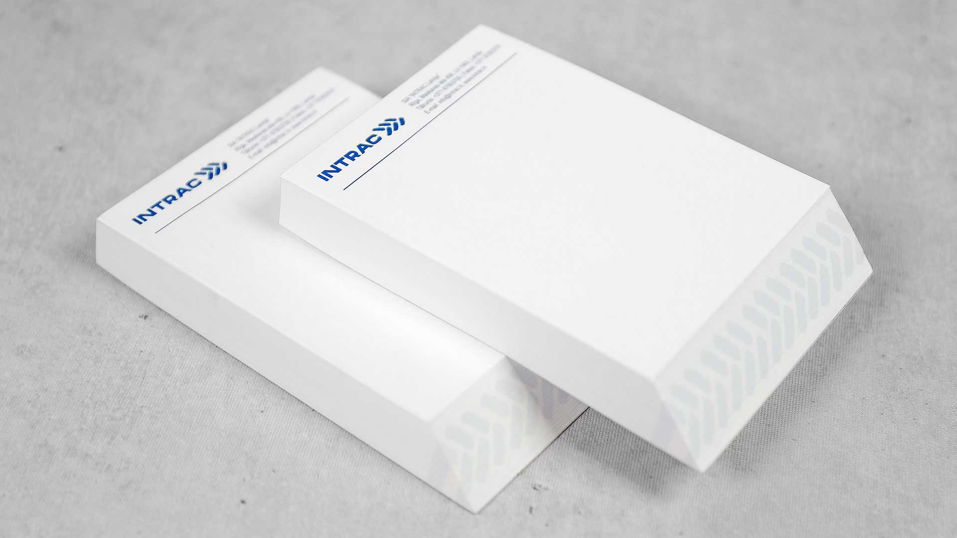 Līmlapiņu dizains un apdruka Intrac